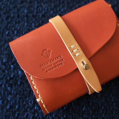 Teha'amana テハマナ Card Case ¥7,500 + tax 麻糸、タンニンなめし革を使用。 革の切り出しから、刻印、ステッチ等 すべて手作業で行い ひと針、ひと針 丁寧に作成されています。