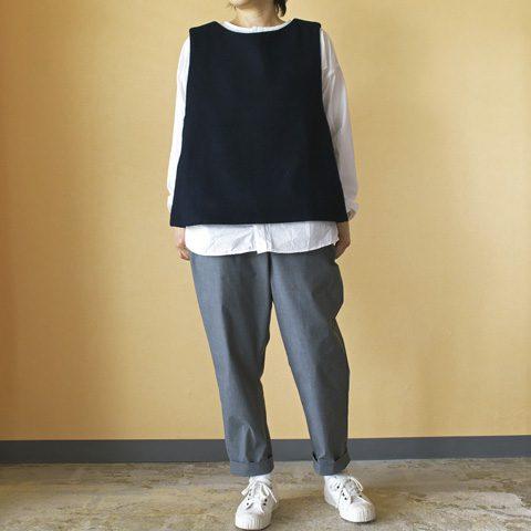 vest : (g) グラム モッサウールバッククロスベスト shirt : (g) グラム コットンタイプライタークロス パジャマシャツ pant : TRAVAIL MANUEL トラヴァイユマニュアル T/Cバフノームパンツ