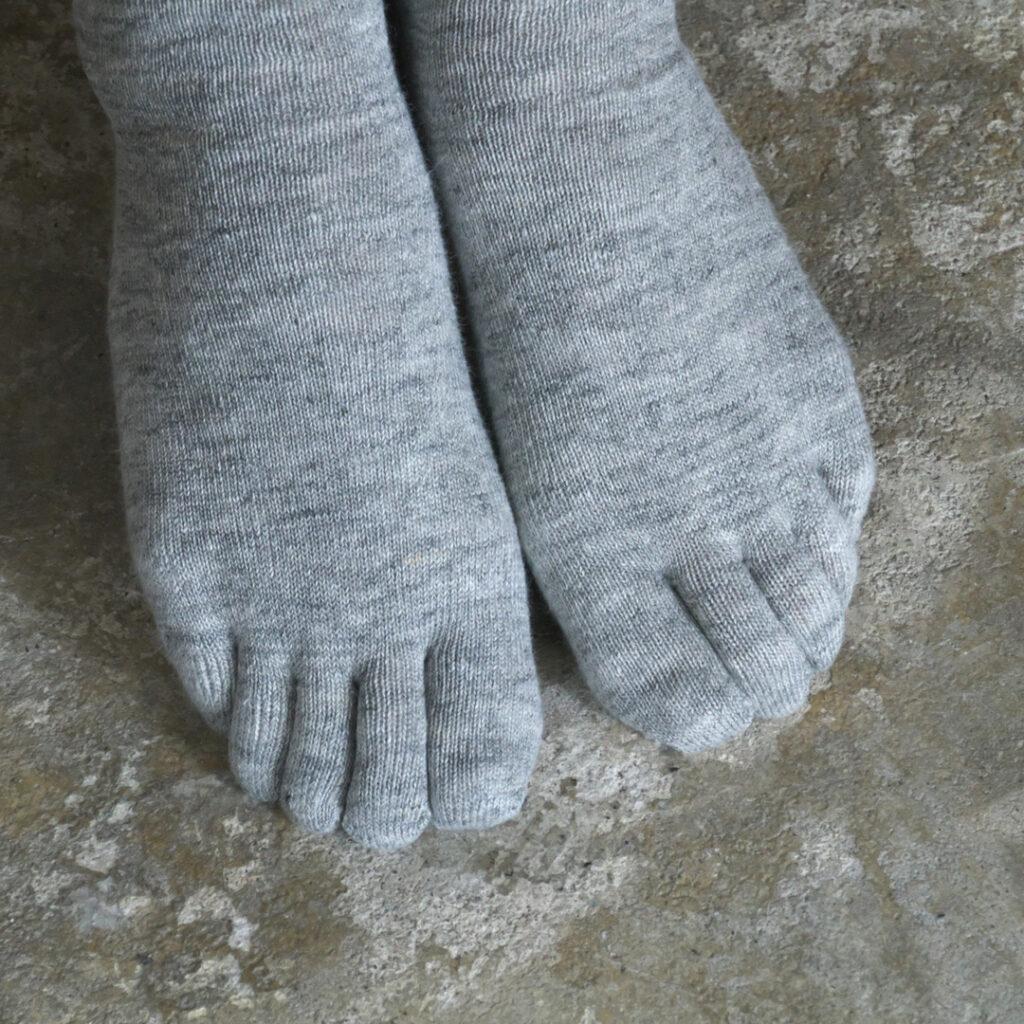 NISHIGUCHI KUTSUSHITA 西口靴下 natural sunny リネン杢五本指ソックス