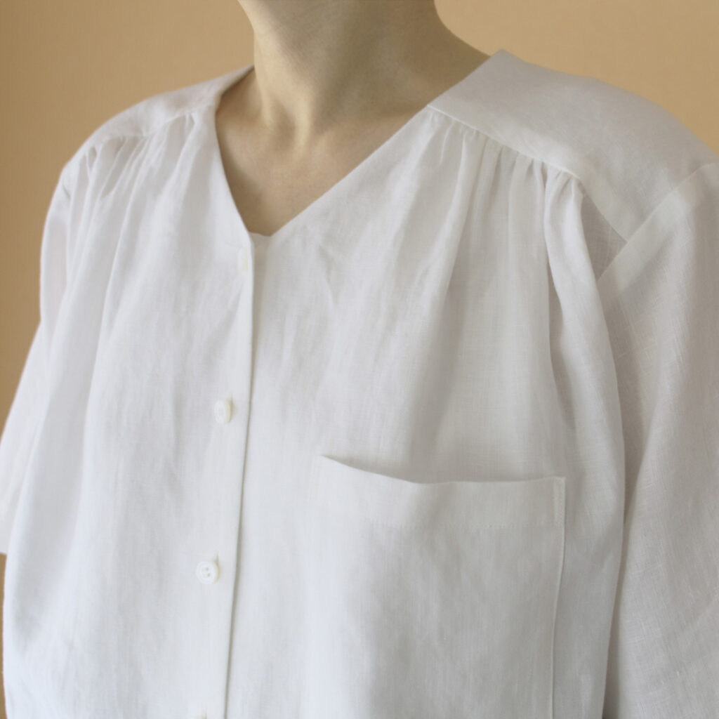 atelier naruse アトリエナルセ リネンVネックシャツ